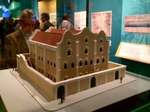 Miniatuur van het joodse handelshuis Penha; het beroemdste gebouw van Willemstad. - foto: John Samson