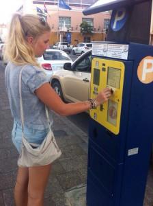 De nieuwe munten zorgen voor frustraties bij de parkeerautomaten - foto: Sofie Custers