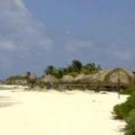 Camelia benadrukt dat ook de strandhut van Mermaid Boattrips in de overeenkomst is opgenomen.  (foto: Elisa Koek)
