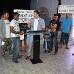 Jeroen Recourt krijgt brief van NKBB foto Extra Bonaire