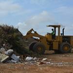 Selibon bedekt vuil bij landfill | foto Selibon