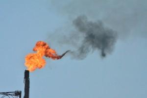 PAK's ontstaan door onvolledige verbanding van olie- en gasproducten, zoals tijdens het affakkelen door de Isla | Foto: Dick Drayer
