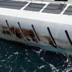 Stookolie aan de zijkant van toeristenonderzeeër Atlantis. Foto: werknemer Elton Tromp.