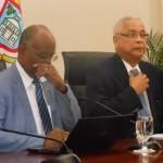 Minister Dennis Richardson (l) en minister-president Marcel Gumbs - archieffoto: Today / Hilbert Haar