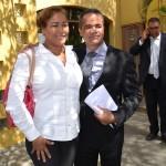 Echtpaar El Hage en Ramonsito Booi op de achtegrond na de vrijspraak | foto Extra Bonaire