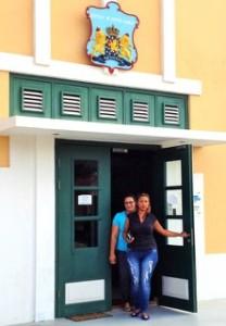 Gaiza Quandt en haar zus verlaten het gerechtsgebouw | Foto: Jackeliene Geeve