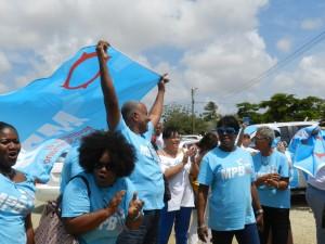 MPB aanhangers juichen hun leider toe | foto Belkis Osepa