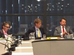 Staatssecretaris Sander Dekker van Onderwijs (midden). - foto: John Samson