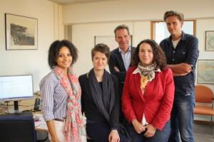 Het KITLV in Leiden doet onder leiding van prof. dr. Gert Oostindie (midden) een groot onderzoek naar de Caribische rijksdelen: drs. Stacey Mac Donald, drs. Sanne Rotmeijer, dr. Jessica Vance Roitman en dr. Wouter Veenendaal.