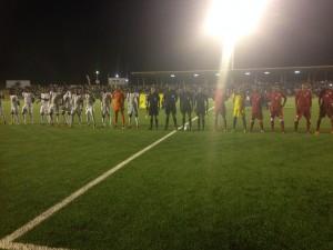 De wedstrijd werd gespeeld in een bomvol stadion - foto: Sarah Joosten