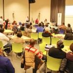 Het publiek krijgt na afloop van de presentatie de kans om vragen te stellen aan de gevolmachtigde minister - foto: John Samson