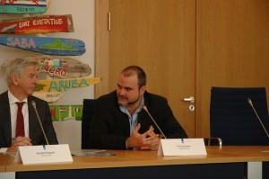 Chris Johnson met minister Plasterk - foto: Pieter Hofmann