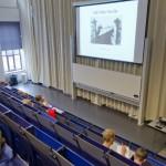 Bursalen komen tijdens hun studie erachter dat ze meer moeite hebben met de Nederlandse taal dan ze dachten - foto: Sarah Joosten