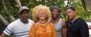 Carrese Isings treedt eenmalig met haar band op in de tuin van het Curaçao Museum | Foto Dick Drayer