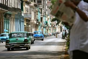 Oude Amerikaanse auto's tekenen nog altijd het straatbeeld in Havana - foto: Anneke Polak