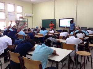Leerlingen beantwoorden anoniem vragen over drugs - foto: Anneke Polak