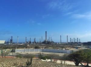 De raffinaderij in San Nicolas. Foto: Ariën Rasmijn