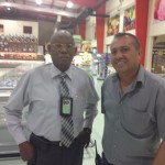 Sidney Provence en Joel da Silva Gois na een controle bij Goisco | Foto: Deya Mensche