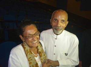 Frank Martinus Arion met zijn vrouw Trudy in april 2014