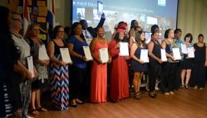 Een aantal geslaagden van de Nederlandse cursus op Saba