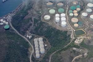 NuStar  herbergt 14,1 miljoen olievaten op 1720000 vierkante meter (foto Elisa Koek)