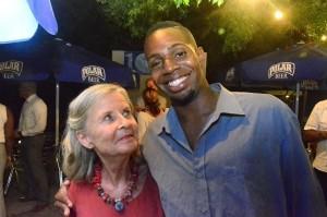 Renée Gielen (l) met Alvin die de groepsdruk altijd doorstond | Foto: Dick Drayer