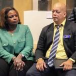 Gevolmachtigde minister Marvelyne Wiels en directeur Arthur Con van  volkshuisvesting FKP in Amsterdam tijdens een informatiesessie - foto: John Samson
