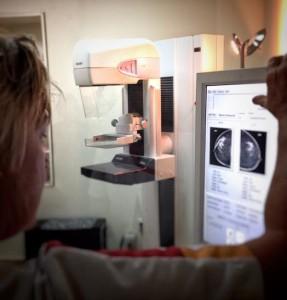 Een voordeel van screenen is dat eerdere controles vergeleken kunnen worden met nieuwe controles en bijvoorbeeld een verandering in borstweefsel sneller wordt opgemerkt.  Foto Elisa Koek