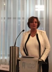 Commissievoorzitter Liesbeth Spies tijdens de presentatie van het rapport. Foto: Pieter Hofmann.