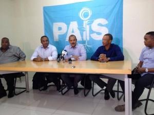 De PAIS fractie tijdens de persconferentie over het vertrek van Marylin Moses - foto: Anneke Polak