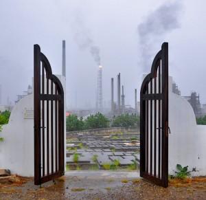 De Joodse begraafplaats Beth Chaim onder de rook van de Isla | Foto: Dick Drayer