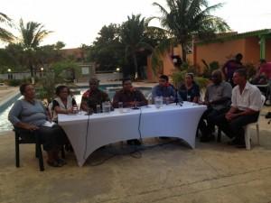 Bo kompas pa referendum, midden voorzitter Anthony Nicolaas - foto: Janita Monna