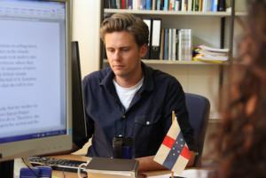 Dr. Wouter Veenendaal onderzoekt de politieke situatie op de Caribische rijksdelen - foto: John Samson