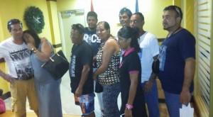 Intussen zijn de negen bemanningsleden van La Rumbera op de luchthaven van Aruba aangekomen. Foto: Hilario Doncker