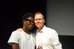 Quensley Raphael (l) en regisseur Sebastian Kes bij de première | Foto: Dick Drayer