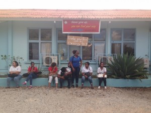 Mbo-studenten protesteerden maandag voor de school - foto: Janita Monna