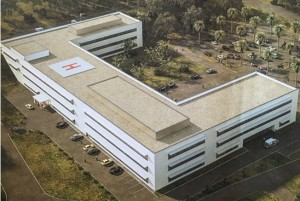 Deze tekening wekt de onjuiste indruk alsof een nieuw ziekenhuis klaar is om gebouwd te worden.,