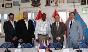 Links naar rechts: Clark Abraham (Bonaire), Gedeputeerde Chris Johnson van Saba, Gedeputeerde op St. Eustatius Reginald Zaandam, Ruard Ganzevoort Eerste Kamerlid GroenLinks en de Nederlandse delegatieleider Jeroen Recourt - foto: Hazel Durand