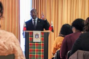 Premier William Marlin tijdens een bijeenkomst met Sint-Maartenaren in Nederland - foto: John Samson