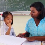 Door ook positieve punten met ouders te delen, raken ouders meer geïnteresseerd in school. Foto Elisa Koek