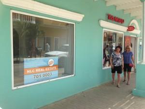 Leegstand in het centrum is niet goed voor de promotie van het eiland - foto: Janita Monna