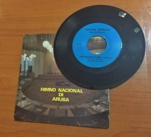 Originele single van de opname van 'Aruba Dushi Tera' uit 1975, eigendom van het Arubaans Nationaal Archief. Foto: Ariën Rasmijn