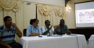 Panel tijdens de zika informatieavond met Dr. Teresa Leslie tweede van links - foto: The Daily Herald
