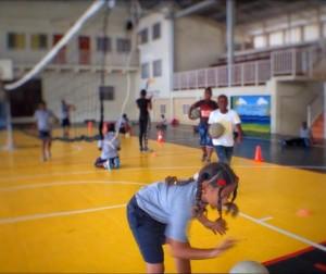 Door een samenwerking met de volleybalbond, heeft FDDK een nieuwe vloer kunnen aanleggen bij Don Bosko. Foto Elisa Koek