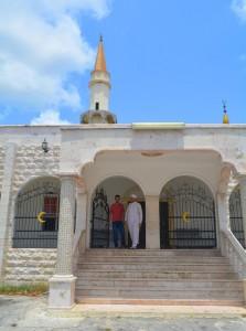 Aktham Abu Fakher te gast in de moskee van Otrobanda | Foto: Dick Drayer