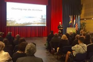 Kapitein-Luitenant ter Zee Jos Rozenburg vertelt over de rol van de Antillen tijdens de Tweede Wereldoorlog - foto: John Samson