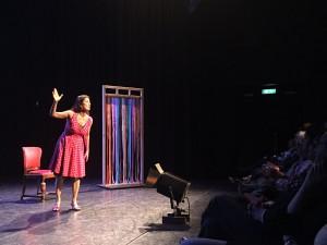 De Curaçaose actrice en toneelschrijfster Paulette Smit speelt Saida, die vertelt over haar ervaringen met haar man die vaak vreemdgaat. - foto: John Samson