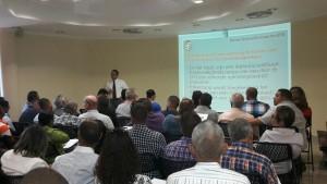 De nieuwe veiligheidsregels hier onlangs gepresenteerd aan bedrijven, zijn onwettig - foto: Bon Dia Aruba
