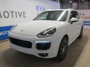 De in beslag genomen Porsche Cayenne (2015) is voor 56.000 euro geveild, nieuwprijs zo'n 97.000 euro - foto: Openbaar Ministerie Curaçao