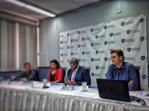 Veenendaal reist voor de presentatie naar Curaçao, Aruba en Bonaire. Hij had de presentatie op Curaçao het liefst opengesteld voor publiek en politici op Curaçao, maar UoC was volgens de onderzoeker erg terughoudend. Foto: Elisa Koek